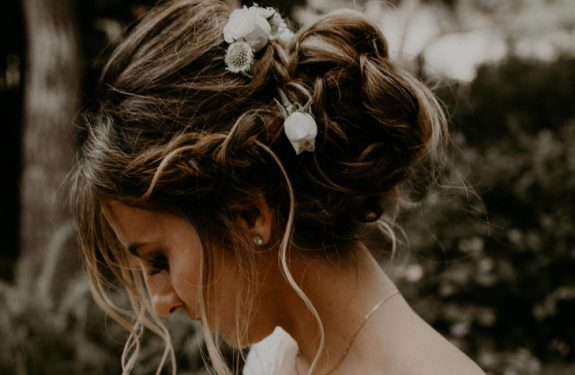 Top 6 simple updo hairstyles for a wedding